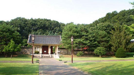 Chungnyeol Shrine