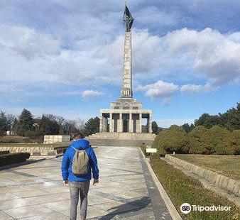 斯拉文蘇軍烈士紀念碑