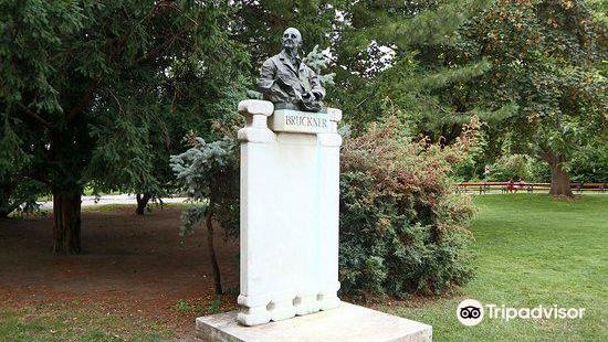 Bruckner Statue