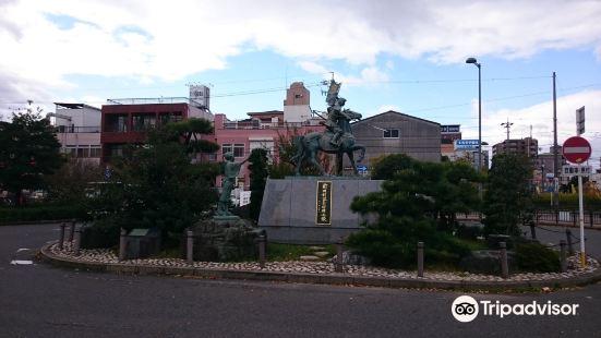Maeda Toshiie and Matsu Statues
