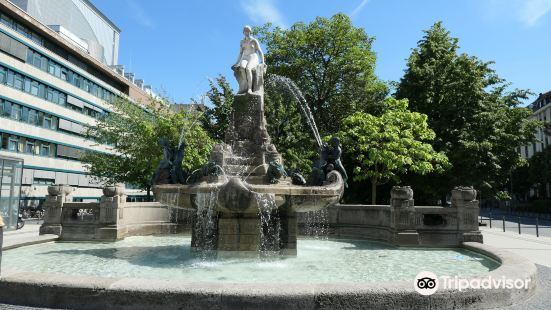 Platz mit Marchenbrunnen
