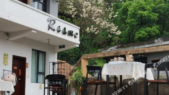 Roame Hostel