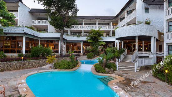 Traveller's Beach Hotel & Club