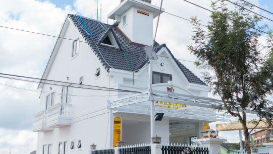 S Villa Hotel
