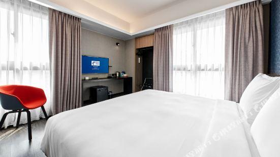 Holiday Inn Express Kaohsiung Love River