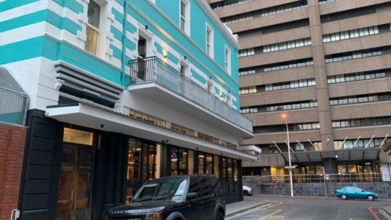 Urban Oasis ApartHotel & Spa