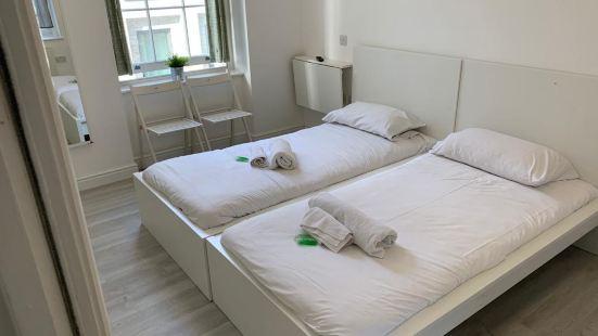 Tottenham Rooms by EveryWhere to Sleep London