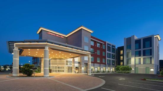 Hampton Inn & Suites Gilroy, CA