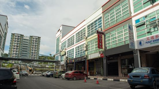 OYO 90082 Red's Hotel