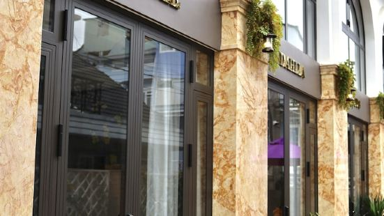 La Fleur Premium Central Apartment