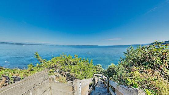New Listing! One-of-a-kind Log On Puget Sound 2 Bedroom Home