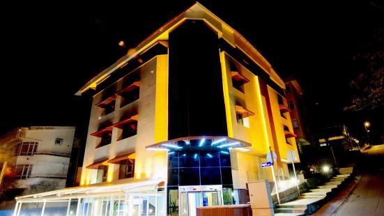 Grand Nora Hotel