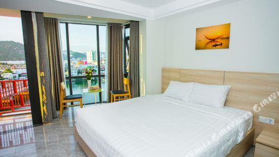 Moonlight Bay Hotel & Apartment