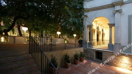 佩蒂特宮波蓋利亞花園酒店