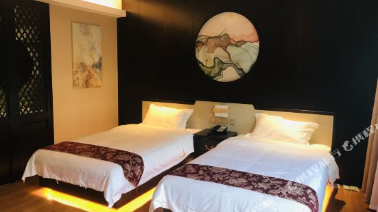 Pine Arts Hotel