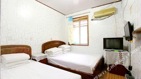 Qingdao small landlord hotel