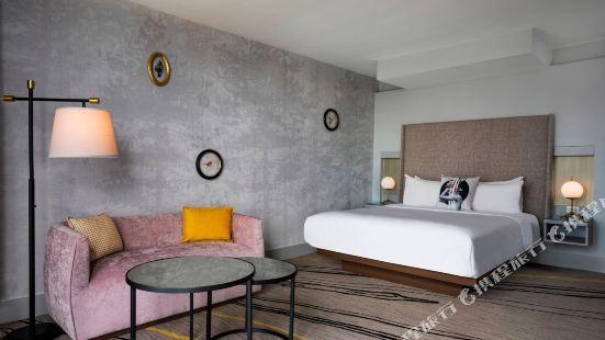 Hotel Midtown Atlanta, Curio Collection by Hilton