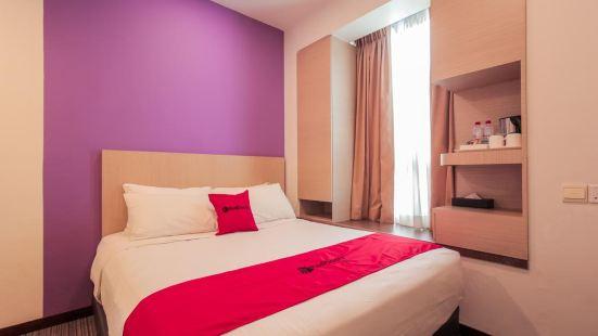 Reddoorz Premium @ Balestier (Staycation Approved)