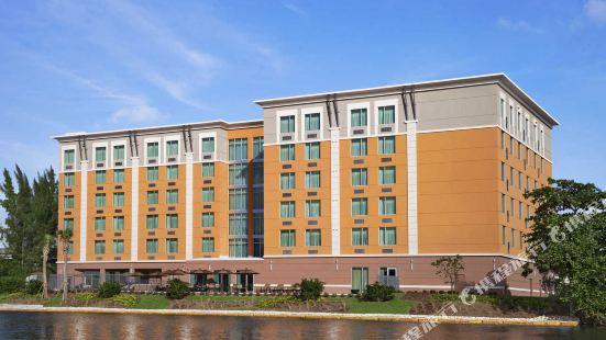 Cambria Hotel Miami Airport - Blue Lagoon
