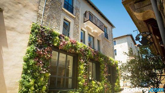 Maison les Fleurines by Logis
