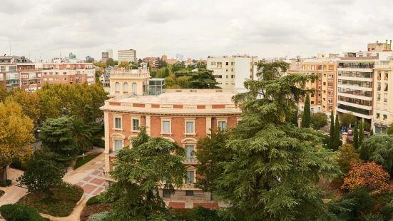 薩拉曼卡區套房酒店
