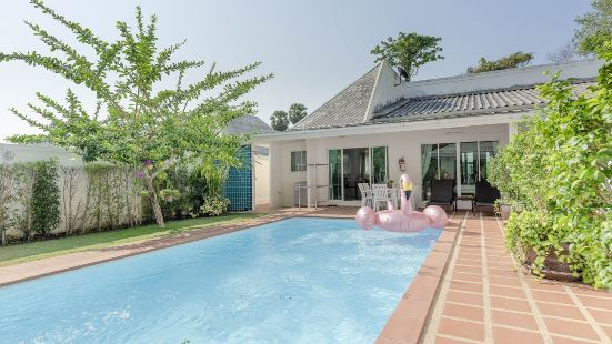 BaanPromphun Pool Villa by BV