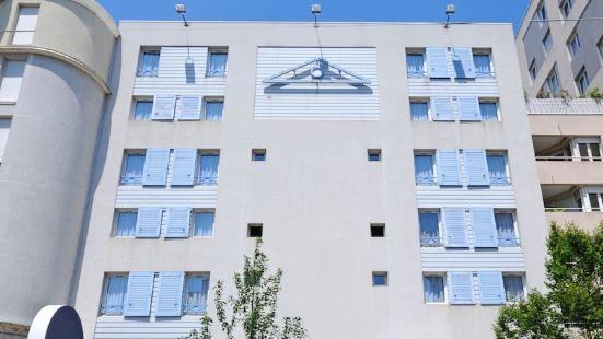 里昂紅十字山厄農宜必思尚品酒店