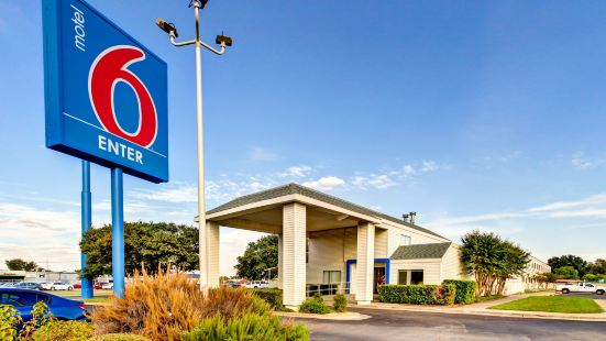 Motel 6 Waco, TX