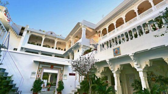 傑加特尼瓦斯宮殿酒店