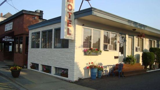 小鎮海灘汽車旅館