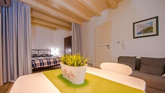 羅威尼奢華公寓酒店