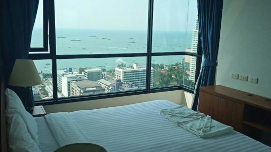 The ฺBase Two Bedroom Pool and Sea View