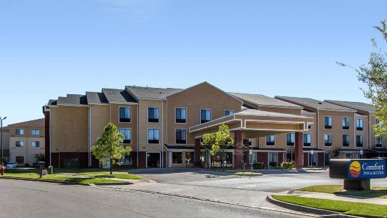 諾曼大學附近舒適套房酒店