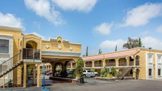 埃爾卡洪聖地亞哥東伊克諾旅館及套房酒店
