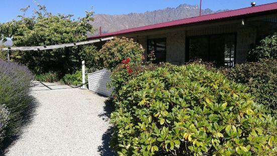 水瓶座熏衣草湖景觀家庭旅館