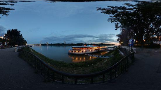 碼頭水上旅館