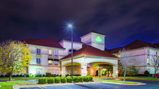 本頓維爾拉昆塔套房酒店