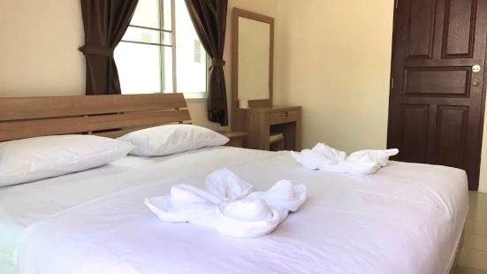 斯里拉查蘇拉薩克中心飯店