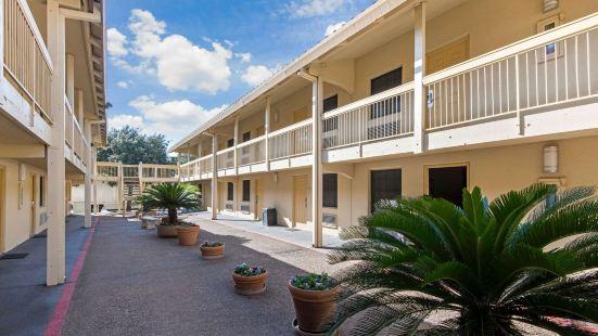 La Quinta Inn by Wyndham San Antonio I-35 N at Rittiman Rd