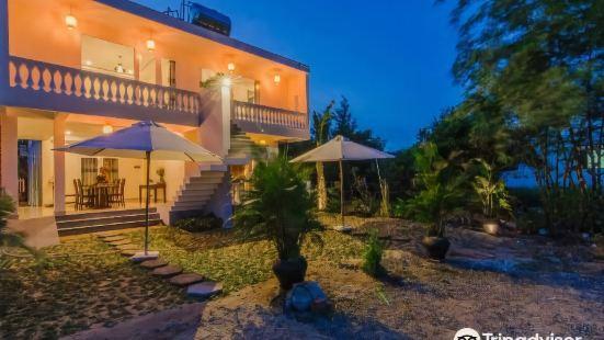 The Moon River Homestay & Villa