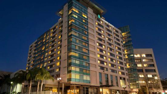 洛杉磯格倫代爾大使套房酒店