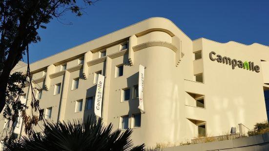 鐘樓尼斯機場酒店