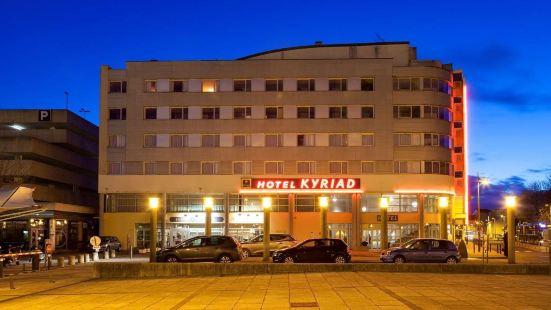 基里亞德圖爾聖皮埃爾庫爾車站酒店