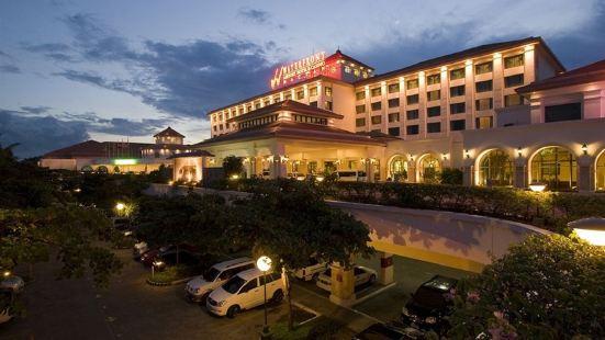 Waterfront Airport Hotel and Casino – Mactan