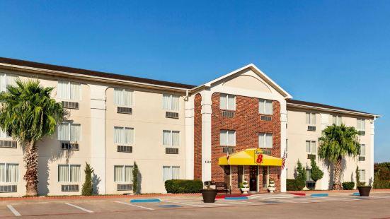 Super 8 by Wyndham Waco University Area