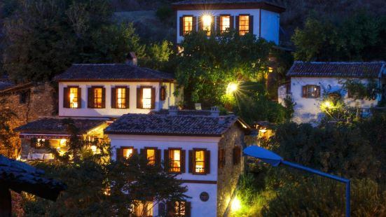 Terrace Houses Sirince - Fig, Olive Clockmakers and Grapevine