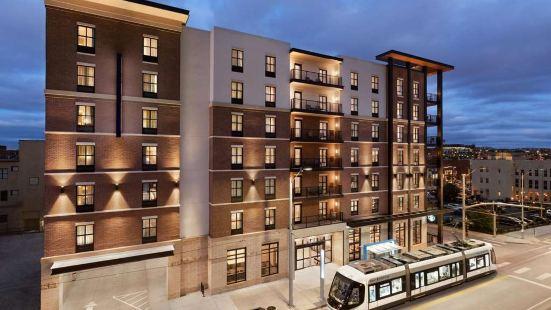 堪薩斯市中心路口歡朋套房酒店