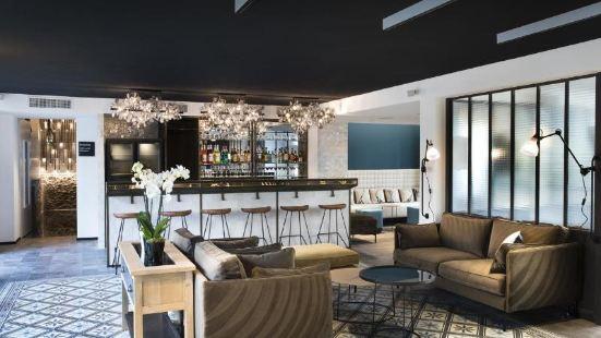 巴黎兩衹長頸鹿酒店