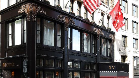 十五號燈塔酒店