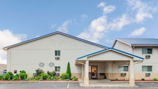 印第安納波利斯 - 愛默森大道温德姆速 8 酒店